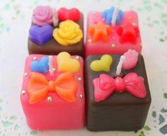 手のひらサイズのCUBEチョコレートキャンドル☆ ハンドメイド、手作り、手仕事品の通販・販売・購入ならCreema。