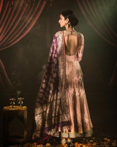 KAASHI: Anju Modi's Luxury Festive and Couture Courtesy- Fine Jewellery: Contemporary Jewellery: Footwears: Photography: Shivamm Paathak Makeup by Emelda Lepcha Indian Gowns, Indian Attire, Indian Wear, Indian Outfits, Indian Sarees, Ethnic Fashion, Indian Fashion, Women's Fashion, Ethnic Dress