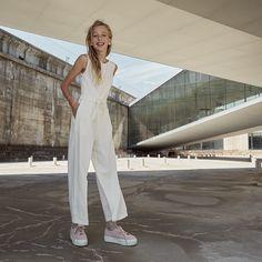 6375b7eae9d Se mere. NYHED 2019: Frederikke buksedragt. Super flot pasform og den  smukkeste blonderyg. Konfirmations outfit