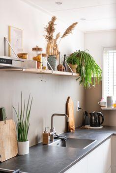 Pampas Gras, Boho Kitchen, Wooden Shelves, Kitchens, New Homes, Decoration, Interior, Diy, House