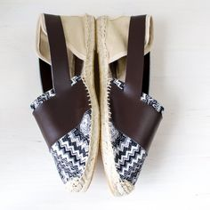 Make your own stylish espadrilles this summer! The tutorial includes tons of pictures and a free pattern.