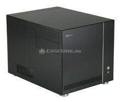 Lian Li PC-V351B Micro-ATX Cube in schwarz.   Mit dem Lian Li PC-V351 zeigt der Hersteller nun die überarbeitete Version des beliebten PC-V350 Media-Cases. Die Änderungen wurden dabei lediglich im Detail durchgeführt. Nur ein Merkmal springt sehr deutlich ins Auge: Die Ausweitung der angebotenen Farbpalette. Neben den üblichen Farben Silber und Schwarz wird nun auch eine auffällig rote Version angeboten.