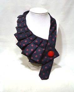 Eine neue Torsion auf die alte Krawatte! :)  Die oben aus-Krawatten machen eine gewagte Aussage und Ihrer täglichen Garderobe ein wenig Pep!