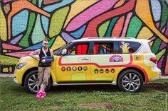 Transformou o carro para ficar parecido com o Yellow Submarine dos Beatles, veja http://www.bluebus.com.br/carro-foi-transformado-para-ficar-parecido-com-o-yellow-submarine-dos-beatles/