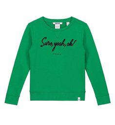 Sure, yeah, OK! Nik and Nik sweater model Maddy met tekst Sure, yeah, ok! in borduur aan de voorzijde. Felgroene sweater met ronde hals.