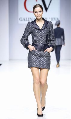 The beauty and classic elegance of women's fashion. Runway Fashion, Fashion Trends, Women's Fashion, Nice Dresses, Amazing Dresses, Blazer Fashion, Classic Elegance, Womens Fashion For Work, Suits For Women