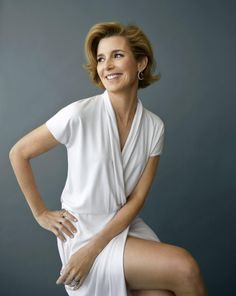 How 7 Female Leaders Spend Their First Hour at Work - Sallie Krawcheck, CEO of Ellevest and Chair of Ellevate Network Business Portrait, Corporate Portrait, Business Headshots, Corporate Headshots, Headshot Poses, Portrait Poses, Female Portrait, Headshot Ideas, Portrait Lighting
