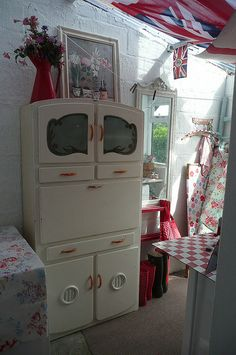 This is a sweet place to visit. I have almost the same cabinet (I was told it was a Swedish Fridge) Mine is mint green and white. Shabby Chic Kitchen, Shabby Chic Cottage, Vintage Shabby Chic, Cottage Style, Vintage Kitchen, Kitchen Maid, Kitchen Cupboard, Armoire, Granny Chic