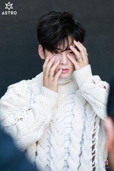 Cute Asian Guys, Asian Boys, Cute Guys, Cha Eun Woo, Korean Celebrities, Korean Actors, Cha Eunwoo Astro, Lee Dong Min, Ulzzang Korea