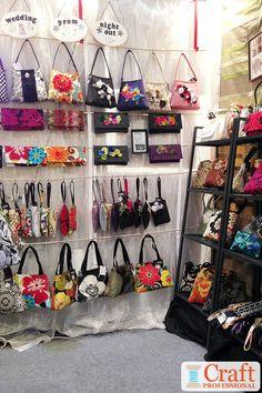 Handbag display ideas - 9 gorgeous craft booth photos shop i Craft Show Booths, Craft Booth Displays, Craft Show Ideas, Photo Displays, Display Ideas, Booth Ideas, Handmade Home, Handmade Purses, Craft Font