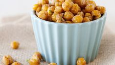 A delicious vegetarian treat, these chili- and lime-roasted chick peas are perfectly seasoned for a tasty snack. Vegetarian Snacks, Savory Snacks, Yummy Snacks, Healthy Snacks, Healthy Eating, Healthy Recipes, Vegan Foods, Easy Snacks, Healthy Life