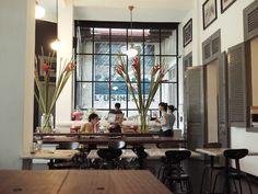 L'Usine (Đồng Khởi, quận 1): Quán cà phê kiêm cửa hàng quần áo và phòng trưng bày nghệ thuật này nằm trong tòa nhà từng là Hotel de Saigon được xây dựng từ những năm 1890. L'Usine được tờ CNTraveler bình chọn là một trong những lý do để du khách tới TP HCM. Những bức tường gạch trắng và đèn kiểu cổ tạo cho quán một phong cách du mục thú vị. Ngoài các món cà phê truyền thống của Việt Nam, du khách còn có thể thưởng thức những đồ uống và món ăn được chế biến theo phong cách châu Âu.  Ảnh…