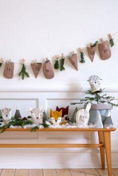 Adventskalender für Kinder füllen: 24 Geschenkideen #advent #adventskalender #weihnachtsgeschenke #geschenkefürkinder November 2019, Xmas, Christmas, Advent Calendar, Diy And Crafts, Table Decorations, Creative, Gifts, Kindergarten