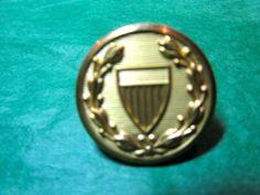 """(1) 1"""" WATERBURY CO CONN SHIELD DECOR GOLD METAL SHANK BUTTON-VINTAGE Lot#N757"""