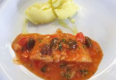 Un interpretazione classica del baccala', cotto con salsa di pomodoro, capperini, olive e origano, e accompagnato da patate bollite semplicemente schiacciate. Procedimento Lessare le patate. Lavare il baccala' sotto l'acqua corrente, dividerlo in quattro tranci regolari, asciugarlo e passarlo nella farina. Scaldare 3 cucchiai di olio in una padella e rosolare il baccala a fuoco […]