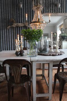 love this dining room,from the corrugated metal wall to the petanque balls on the table Tin Walls, Metal Walls, Basement Inspiration, Interior Inspiration, Doors And Floors, Corrugated Metal, Modern Country, Industrial Chic, Sweet Home
