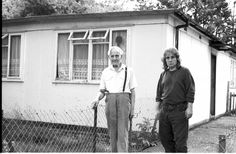Residents Share Stories, Photos And Enduring Love For Their Prefab Homes - Flashbak Prefabricated Houses, Prefab Homes, Temporary Housing, Homeless People, Best Web Design, South London, British History, Old Pictures, Family History