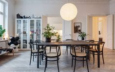 The Househunter - Mad About The House: the home of Swedish stylist Lotta Agaton Scandinavian Interior, Scandinavian Style, Room Inspiration, Interior Inspiration, Sweet Home, Interior Decorating, Interior Design, Dining Room Furniture, Palette Furniture