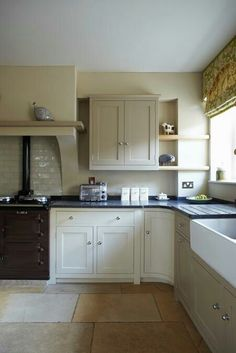 """Farrow & Ball Kitchen: """"For a contemporary 'country kitchen' feel try a scheme using warm, red-based neutrals. Wall: Savage Ground Estate Emulsion Units: London Stone (darker) and Off-White (lighter) in Estate Eggshell"""" Kitchen Inspirations, Beautiful Kitchens, Interior, Home, Kitchen Dining Room, Country Kitchen, Home Kitchens, Traditional Kitchen, Farrow And Ball Kitchen"""