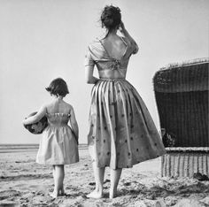 federer7:  To the beach, Holland, 1953 Photo by  © Paul Huf