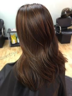 From black to caramel chocolate brown hair / balayage for dark hair types // black hair with chestnut brown hair // natural highlights for dark hair and ethnic hair