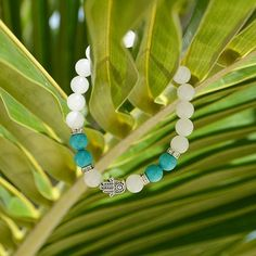 This gemstone bracelet uses the healing properties of white jade and turquoise to bring the wearer clarity, protection and wealth. White Jade helps protect the wearer against negative influences or energies; it is excellent for staying calm and grounded. As the stone of truth, turquoise reminds you to take some time to be honest with yourself. This gemstone is also a self-realization stone, helping you to better understand your emotions and desires.  The aura protection bracelet💎💦