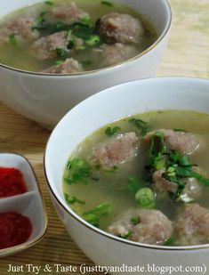 Just Try & Taste: Bakso Kuah Daging Sapi duh ummm Fun Cooking, Cooking Recipes, Indonesian Cuisine, Indonesian Recipes, Indonesian Desserts, Malay Food, Food Gallery, Asian Recipes, Ethnic Recipes