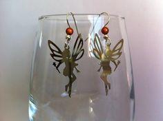 Boucles d'oreilles en acier chirurgical avec estampes fée et perles orange : Boucles d'oreille par nessymatriochka