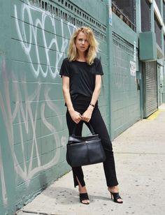 Una delle prime fashion blogger (il suo blog non era niente di che in realtà, lo seguivo solo per vedere come si vestiva. Ora l'ha chiuso.), editor di un giornale (Styleby) e ora fondatrice di un marchio di abbigliamento, Toteme (bellissimo, insieme al marito), Elin Kling ha uno stile impeccabile. Prima più rock'n'roll, con stivaletti …