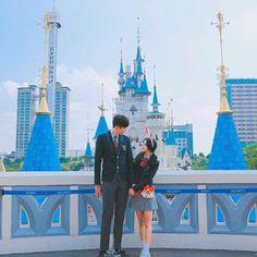 Este posibil ca imaginea să conţină: 1 persoană, cer şi în aer liber Ulzzang Korea, Ulzzang Boy, Korean Couple, Korean Girl, Korean Style, Cute Couples Goals, Couple Goals, Korean Best Friends, Girl Korea