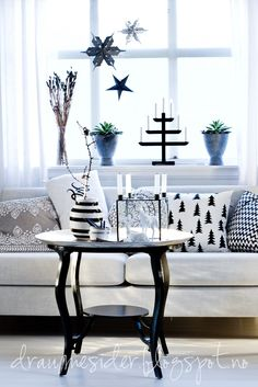 .love this nontraditional holiday / winter theme!