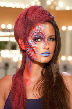 Monster Gesicht schminken in rot und blau