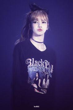 Lisa is my bias! Kpop Girl Groups, Korean Girl Groups, Kpop Girls, Jennie Lisa, Blackpink Lisa, Girls Generation, Lisa Blackpink Wallpaper, Black Pink Kpop, Kim Jisoo