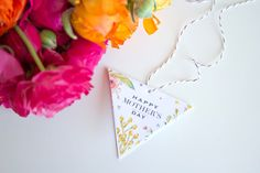 DIY AND FREE PRINTABLE - Floral Bangle Bracelets & Mother's Day Gift Tag