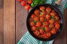 Masové koule skvělé nahradí vařené hovězí maso a jejich příprava zabere jen pár minut. Healthy Meatballs, How To Make Meatballs, Making Meatballs, Sweet Meatballs, Mexican Meatballs, Meatball Recipes, Beef Recipes, Quick Ground Turkey Recipes, One Pot Dinners