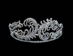 Feather designed diamond and platnum tiara. Royal Crowns, Royal Tiaras, Crown Royal, Tiaras And Crowns, Antique Jewelry, Vintage Jewelry, Faberge Eier, Diamond Tiara, Princess Tiara