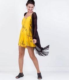 Casaco feminino  Modelo alongado  Com franjas na barra  Marca: Blue Steel  Tecido: retilínea  Modelo veste tamanho: P       COLEÇÃO VERÃO 2016       Veja outras opções de    casacos femininos.