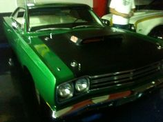 69 1/2 roadrunner 440 6bbl  My friend Mandy in Miami owns this one plus a crap load of other freakin awesome mopar classics