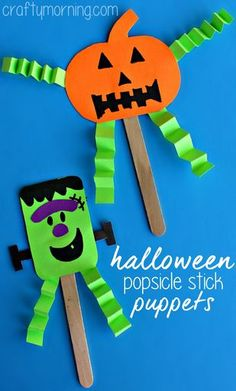 DIY halloween Popsicle stick puppets, not just for Frankenstein! Create pumpkins, a witch and more with Popsicle sticks and have fun putting on a play or reading a book this Halloween with your child. Easy DIY and creative Halloween kids craft Halloween Crafts For Kids To Make, Theme Halloween, Holidays Halloween, Halloween Diy, Halloween Decorations, Preschool Halloween, Halloween Games For Preschoolers, Vintage Halloween, Halloween Paper Crafts