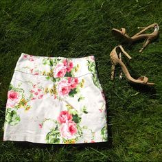 Forever 21 Floral Skirt Gently used adorable pencil skirt. Forever 21 Skirts Pencil