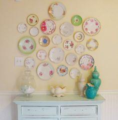 houseandartforyou: Τα πιάτα στον τοίχο!