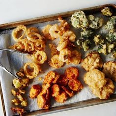 How to Tempura Anything You can tempura broccoli stems and florets, onion rings, shrimp, mushrooms, sweet potatoes! Fried Broccoli, Broccoli Recipes, Vegetable Recipes, Vegetable Sides, Oyster Recipes, Asian Recipes, Sushi Recipes, Asian Foods