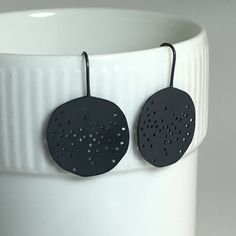Black rain silver earrings Black Earrings, Silver Jewellery, Modern Jewelry, Jewelry Design, Rain, Handmade, Black Stud Earrings, Rain Fall, Craft