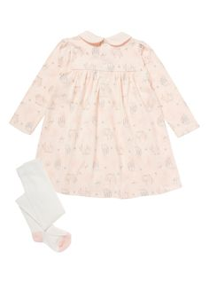 This Peter Rabbit jersey dress will make a cute addition to your little one's wardrobe. In a delicate pale pink, it features long sleeves, a pretty Peter…