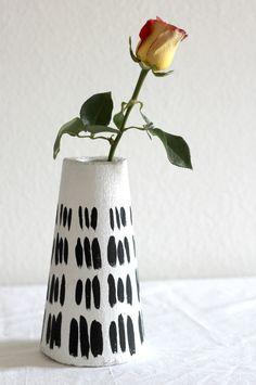 DIY Modern Vase - get a faux plaster look with foam!