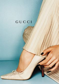 "a-state-of-bliss: "" Gucci Fall/Wint 1999 by Mario Testino "" Gucci Ad, Tom Ford Gucci, Shoe Advertising, Fashion Advertising, Shoes Editorial, Editorial Fashion, Blue Aesthetic, Aesthetic Vintage, Gucci Tshirt"