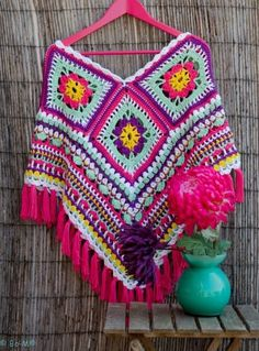 Bo-M granny square poncho - inspiration - make tassels instead of fringe Poncho Au Crochet, Mode Crochet, Crochet Poncho Patterns, Crochet Granny, Crochet Scarves, Crochet Clothes, Knitting Patterns, Knit Crochet, Crochet Capas