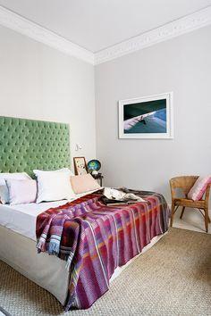 10 recursos (rápidos y baratos) para actualizar tu dormitorio. 3 Compra un plaid.