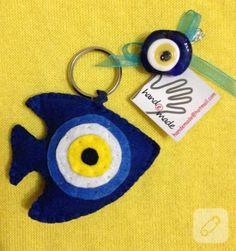keçe anahtarlık Felt Diy, Felt Crafts, Diy Home Crafts, Decor Crafts, Felt Keyring, Keychains, Spongebob Drawings, Handmade Jewelry Designs, Valentine Crafts