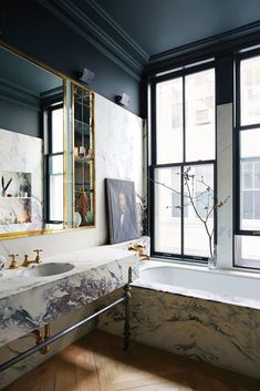 Jenna Lyon& new Soho Loft (habitually chic), # habitual . - Jenna Lyon& new Soho Loft (habitually chic), # habitual - Soho Loft, Bad Inspiration, Bathroom Inspiration, Fashion Inspiration, Soho Apartment, Manhattan Apartment, Manhattan Nyc, Celebrity Houses, Home Design